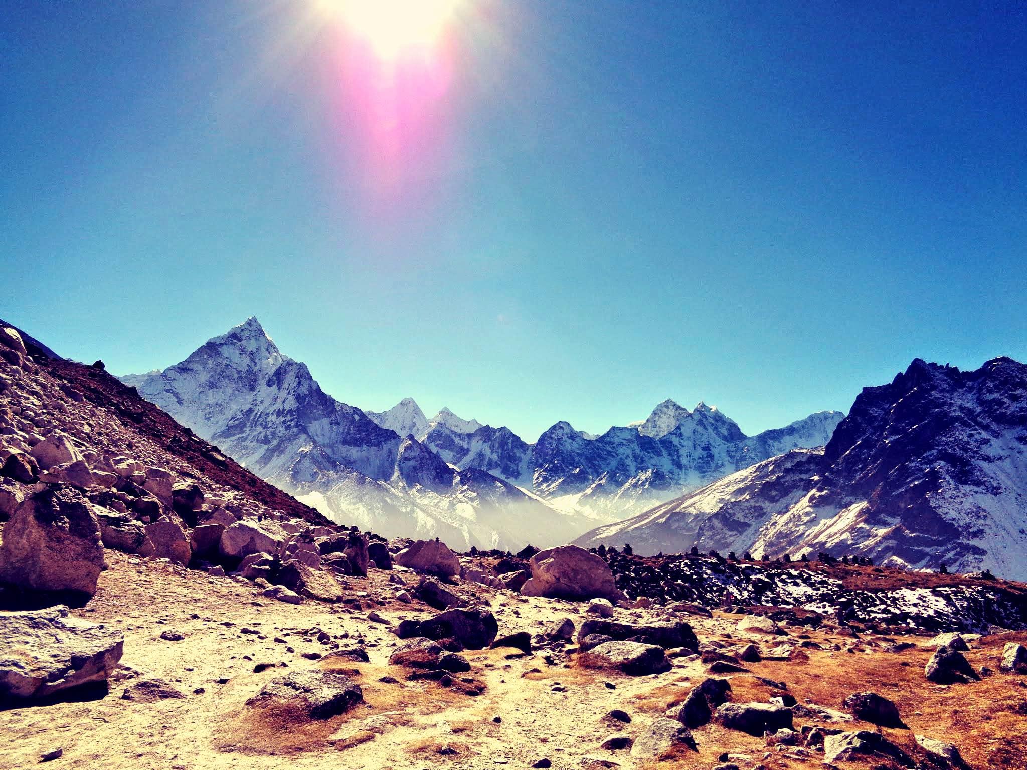 Solig förmiddag i Everestmassivet, Khumbu, Nepal. Foto: Clarence Frenker