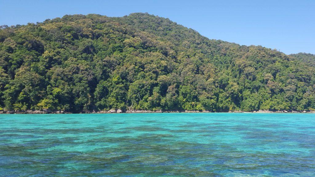 Dyk- och snorklingsvatten vid nationalparken Surin Islands mellan Thailand och Burma. Foto: Clarence Frenker